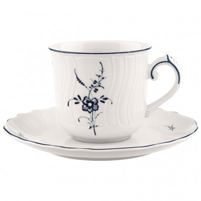 Kavos puodelis su lėkštute