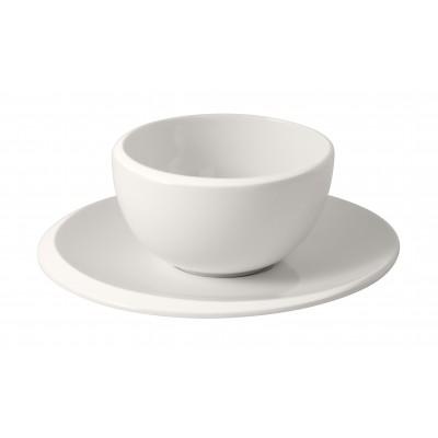 Kavos puodelis su lėkštute...